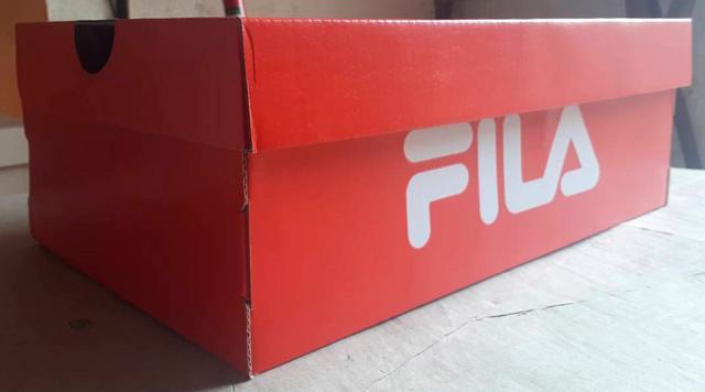 Коробка Fila красного цвета