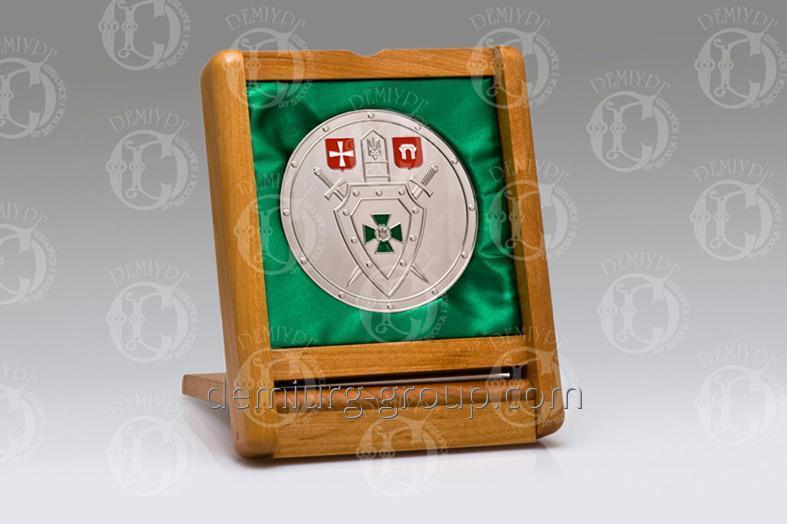 Медаль в деревянном футляре
