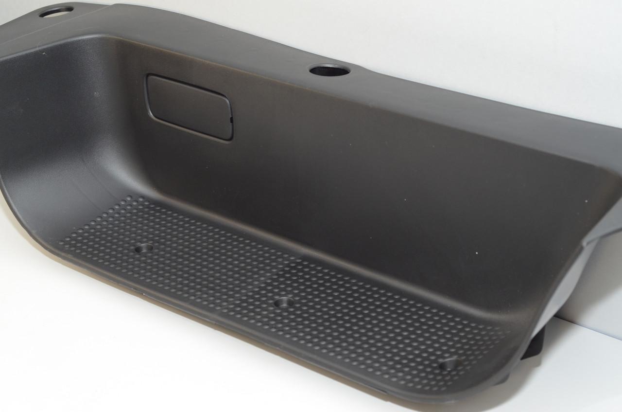 Облицовка порога (подножка) правой передней двери на Renault Trafic 2001->  — Оригинал Renault - 8200967010