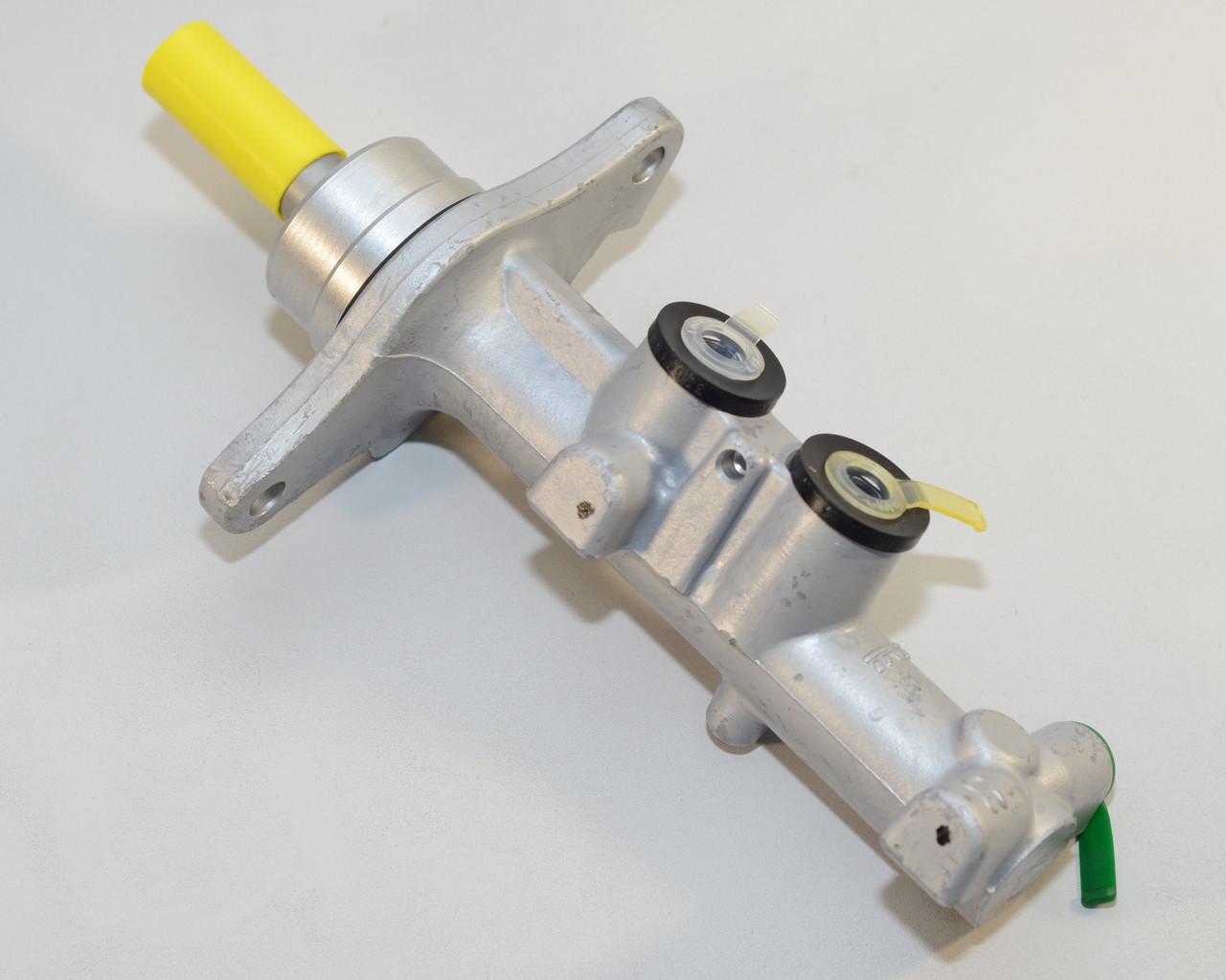 Главный тормозной цилиндр на Renault Trafic  2001-> 1.9 dCi + 2.0 dCi + 2.5 dCi (+ABS) — Renault - 7701210048