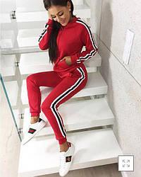 """Модный женский спортивный костюм-двойка """"Smart"""": кофта на молнии и штаны с лампасами, красный"""