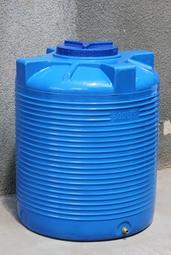 Пластиковая емкость вертикальная - ЕV 500 л. двухслойная
