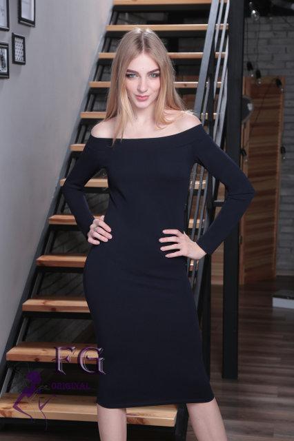 Классическое платье на осень по фигуре открытые плечи длинные рукава темно синее