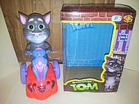 Интерактивная игрушка кот том на скутере
