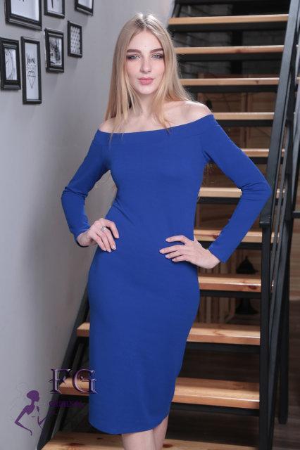 Красивое демисезонное платье миди приталенное спадающее с плеч с длинными рукавами цвет электрик