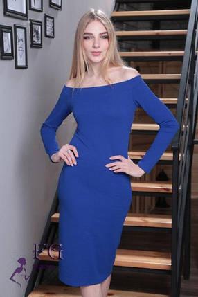Красивое демисезонное платье миди приталенное спадающее с плеч с длинными рукавами цвет электрик, фото 2