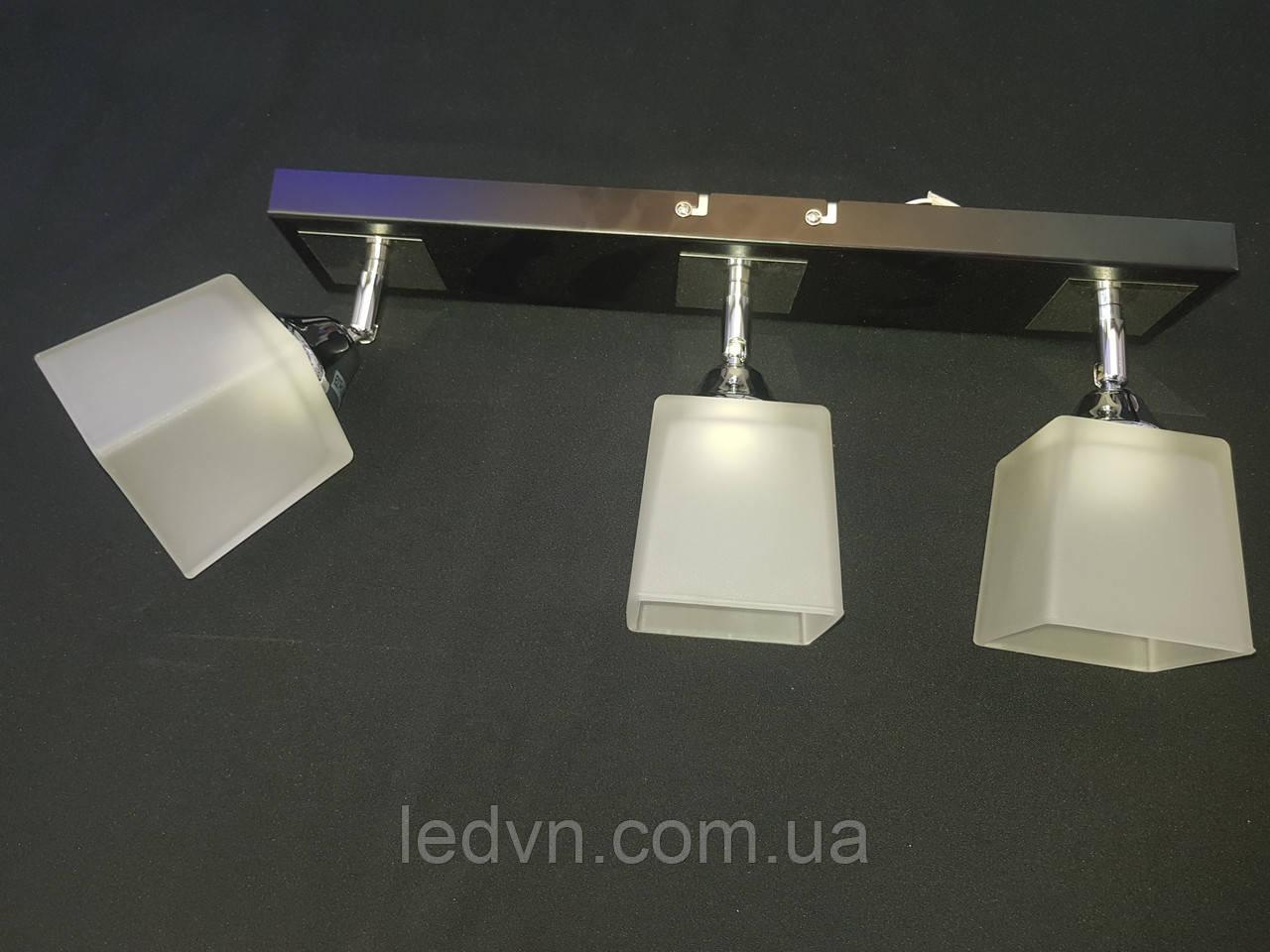 Припотолочная люстра на 3 лампы поворотные плафоны квадраты