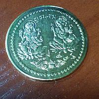 Монета алтарная из желтого метала Ганеш Лакшми 3см.