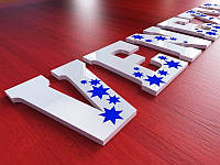 Псевдообъемные букви з кольорового акрилу з нанесенням плівки, H=50мм (Колір акрилу: Кольори, металики і перламутру; Нанесення плівки: Золота або