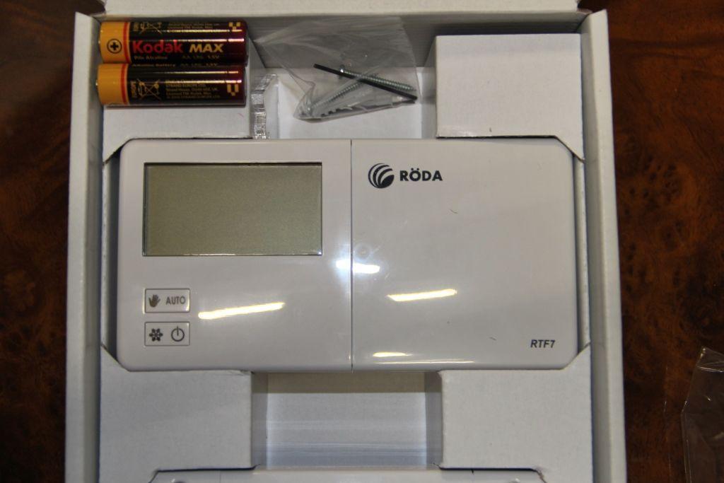 Комнатный недельный термостат Roda RTF7