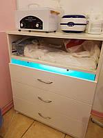 Тумба косметологическая с бактерицидной (УФ) лампой.