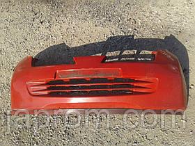 Бампер передний Nissan Micra K12 2002-2010г.в. красный