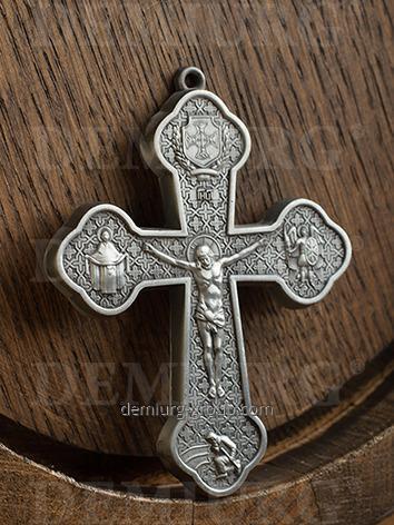 Нагрудный крест церковный