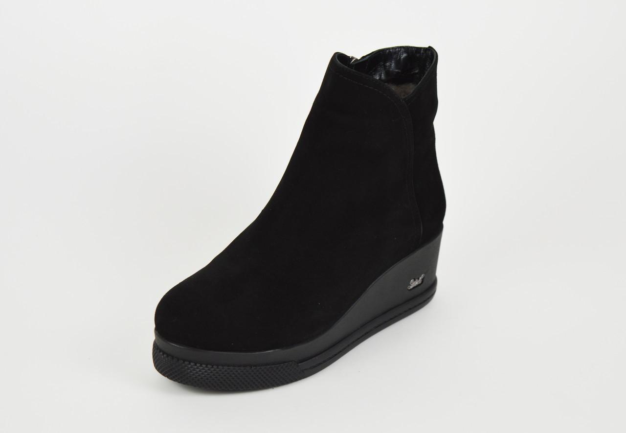Классические замшевые ботинки на танкетке Guero 8558