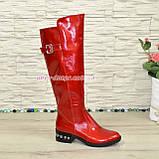Сапоги женские демисезонные лаковые на невысоком устойчивом каблуке, декорированы ремешком. 38 размер, фото 2