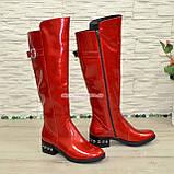 Сапоги женские демисезонные лаковые на невысоком устойчивом каблуке, декорированы ремешком. 38 размер, фото 3