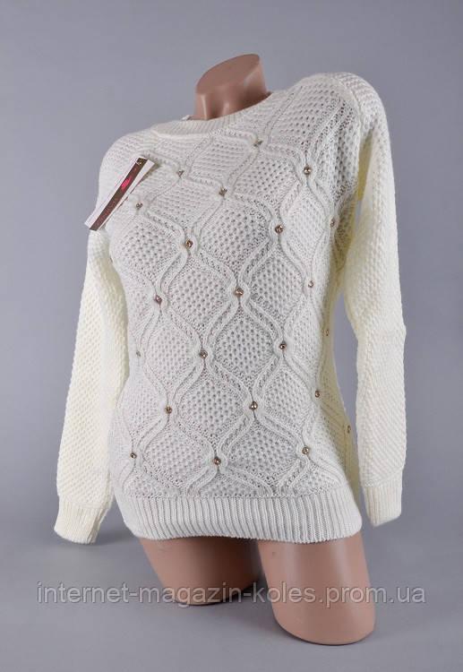 Теплый женский свитер молочного цвета