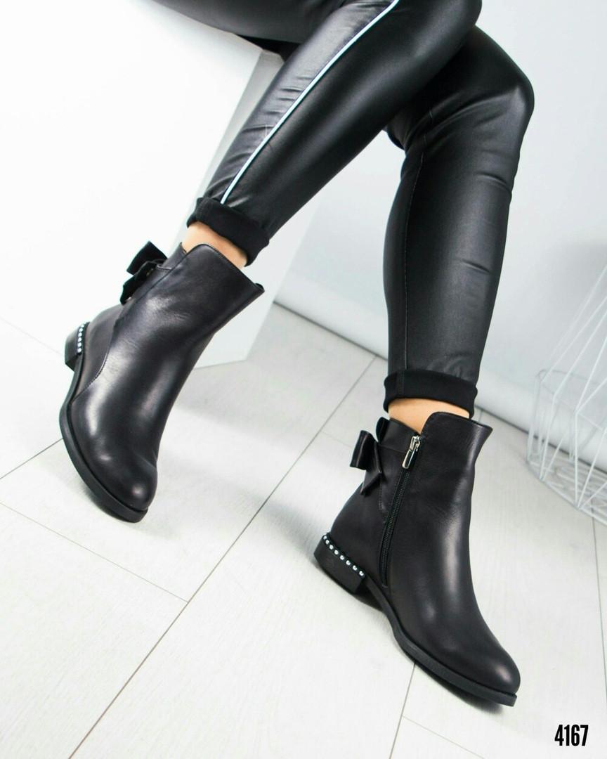 Ботинки женские с бантом черные