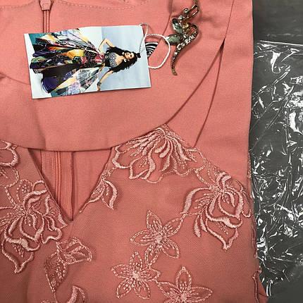 """Нежное женское q с брошью и потойной """"Костюмная ткань"""" 48, 50, 52, 54, 56 размер батал, фото 2"""