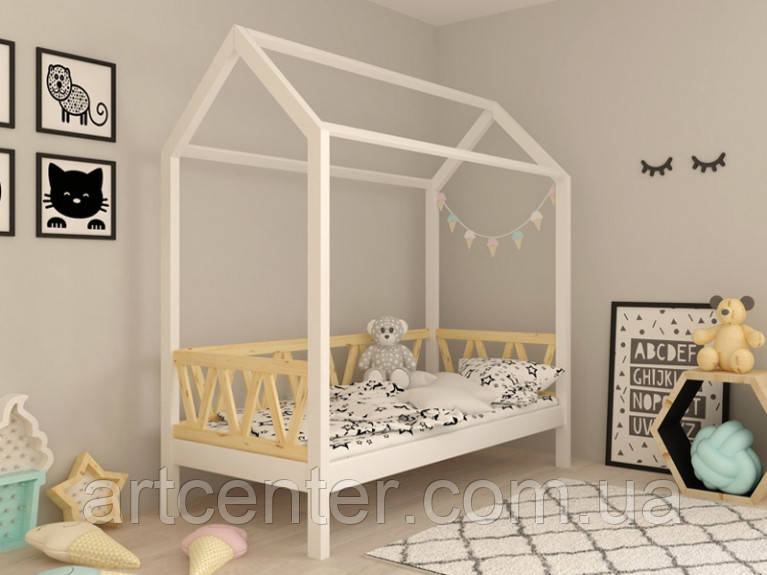 Кроватка-домик на ножках белого цвета