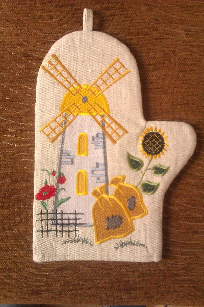 Кухонная льняная рукавица с красивой вышивкой