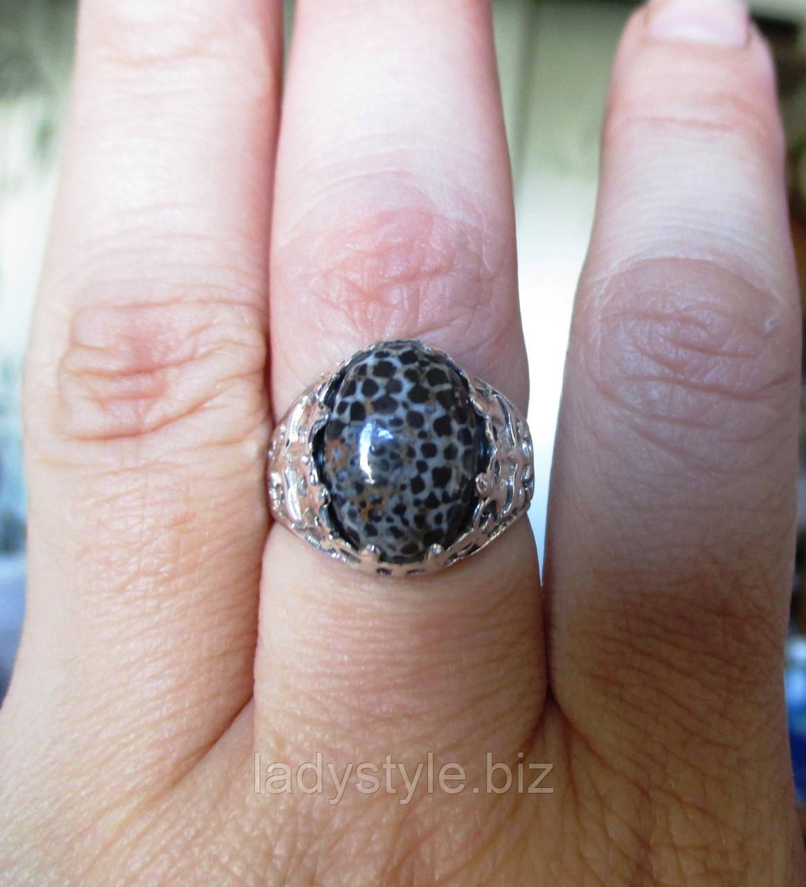 Серебряный перстень  с черным океаническим кораллом , размер 17.4