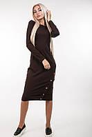 Стильное женское платье декорировано пуговицами