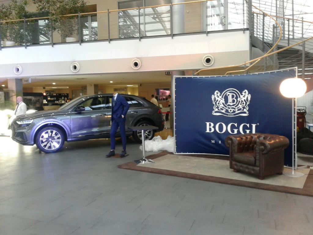 Мобільний виставковий стенд Brand Wall для магазину Boggi