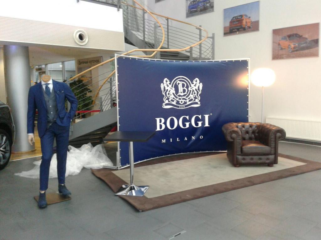 Круглий виставковий стенд Round Wall для магазину Boggi