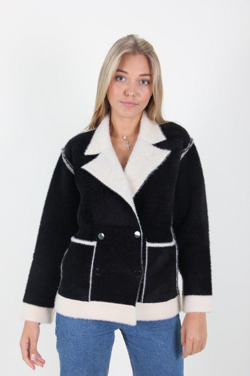 Стильная женская короткая курточка из ангоры