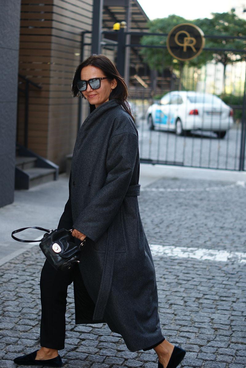 Женское утепленное пальто из шерсти серое.  Жіноче утеплене пальто з вовни сіре.