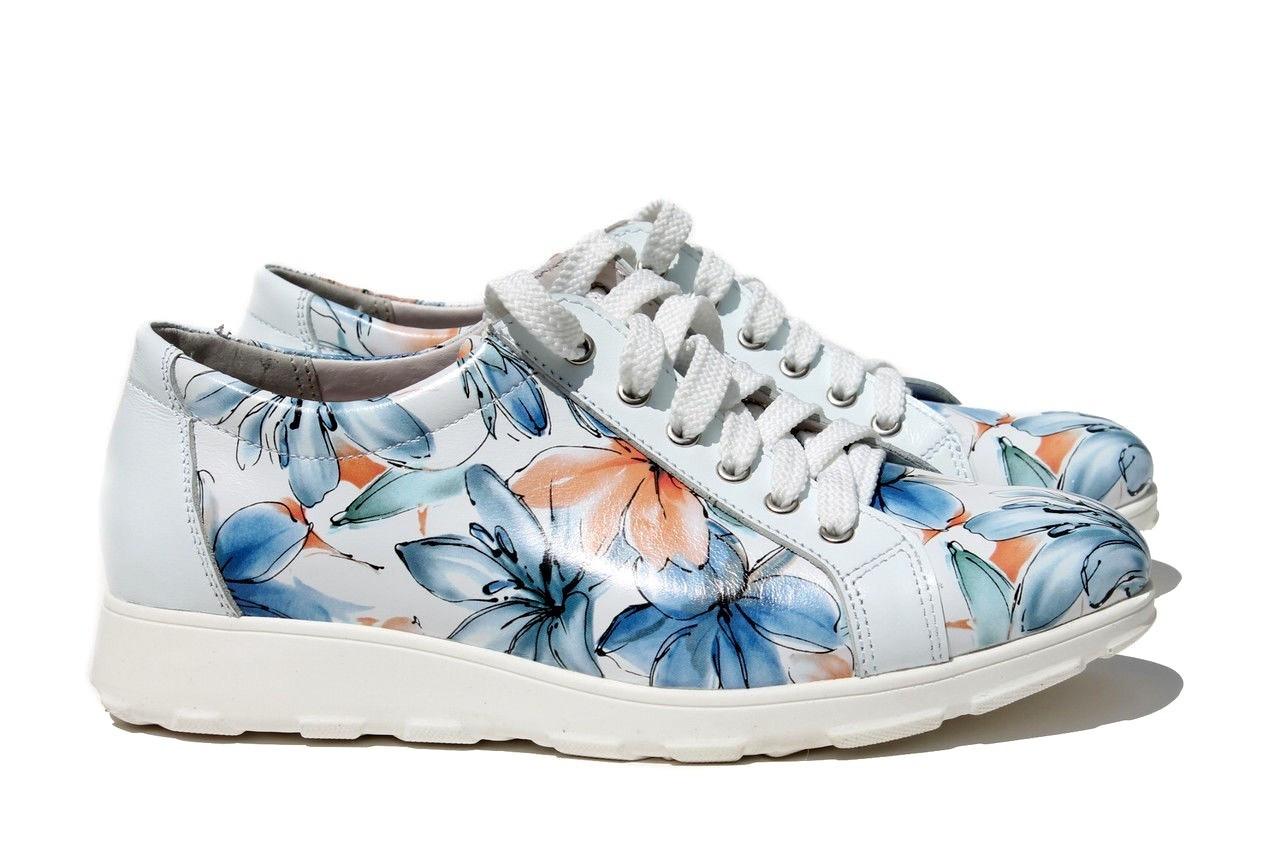 Спортивные белые туфли с цветочным принтом в оранжевых и голубых тонах размеры 36