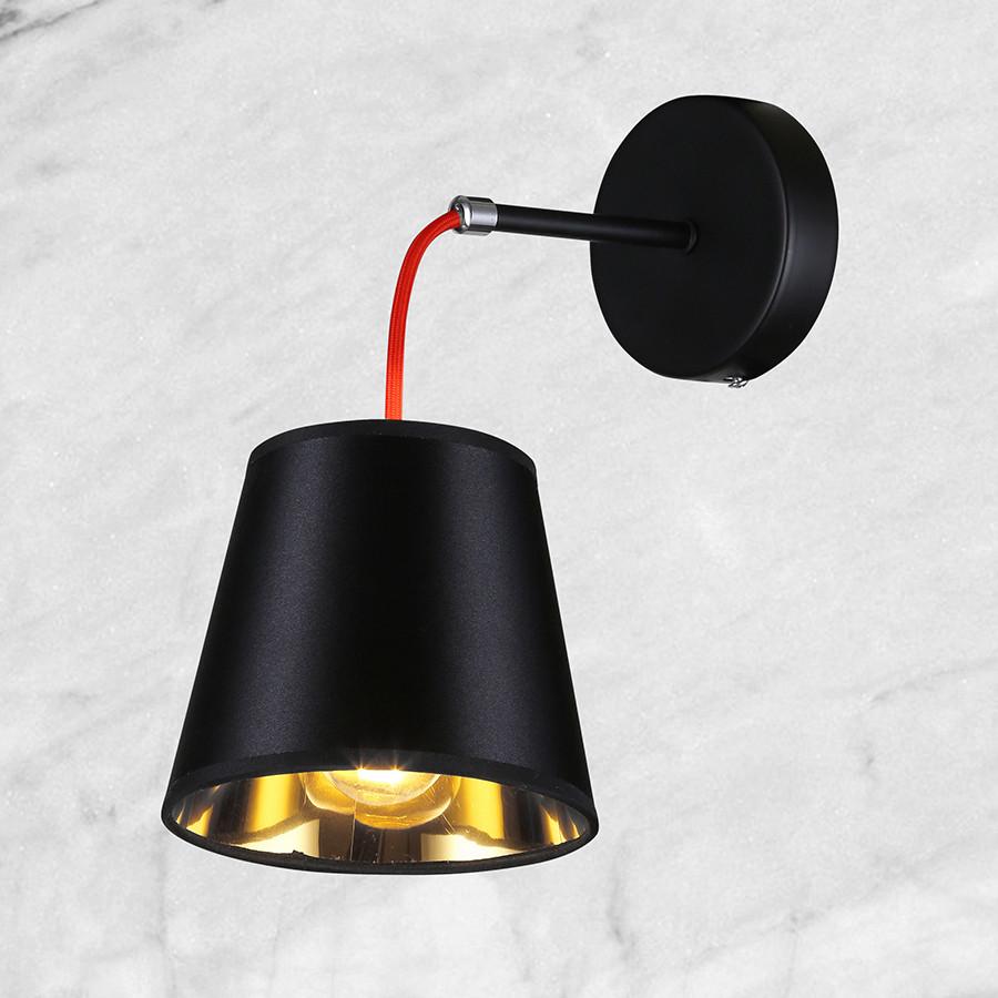 Чёрно-золотой светильник