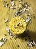 Свеча из вощины 100% натуральная с травами  на 1 час, фото 3