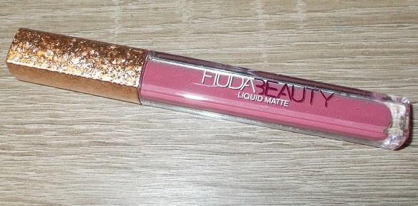 Помада матовая Huda Beauty Liquid Matte золотистая копия