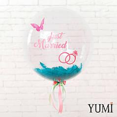 Прозрачный воздушный шар на свадьбу с надписью и перьями