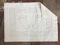 Прорезиненный коврик для ванной комнаты с ножками