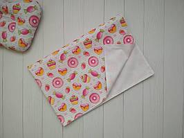 Непромокаемая пеленка из хлопка для девочки белого цвета с красочным принтом 80 х 53 см