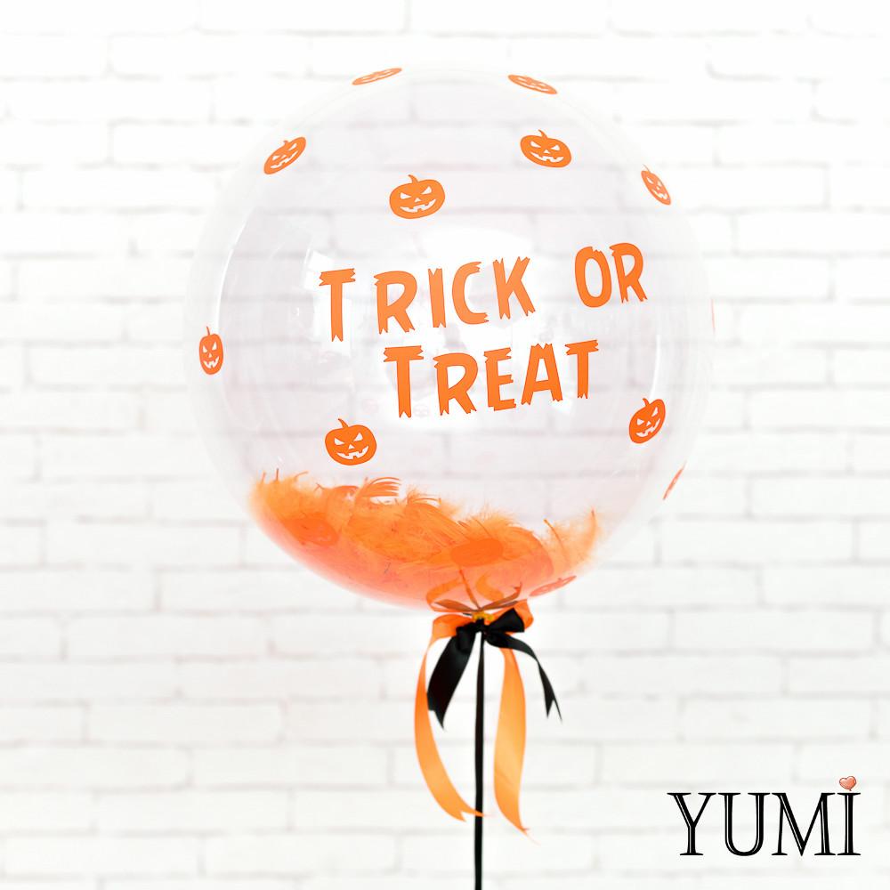 """Тематический шарик на Halloween,  с надписью """"Trick or Treat"""" и перьями"""