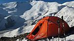 Палатки Terra Incognita на склонах Тетнульди, пик Ленина (3 лагерь ) и Монблан.