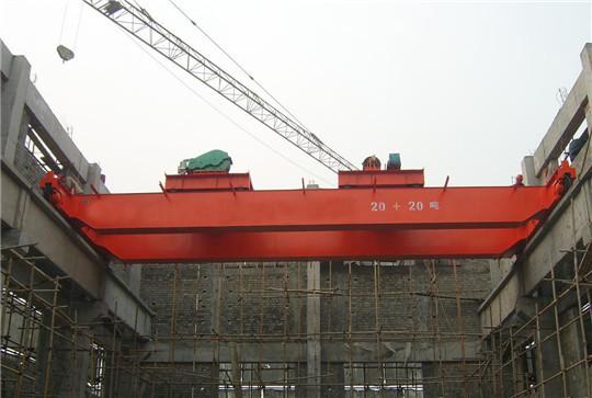 Мостовой кран с двойной тележкой