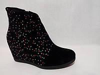 Замшевые женские ботинки декорированы цветными камнями. , фото 1