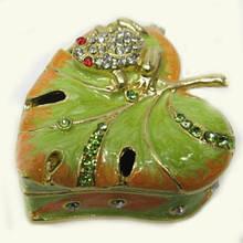 Металлическая шкатулка со стразами Лягушка на листке