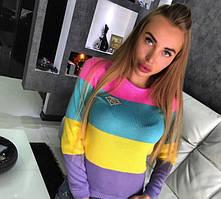 Пуловер в модную яркую полоску