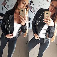 Женская куртка косуха из экокожи с заклепками черная S