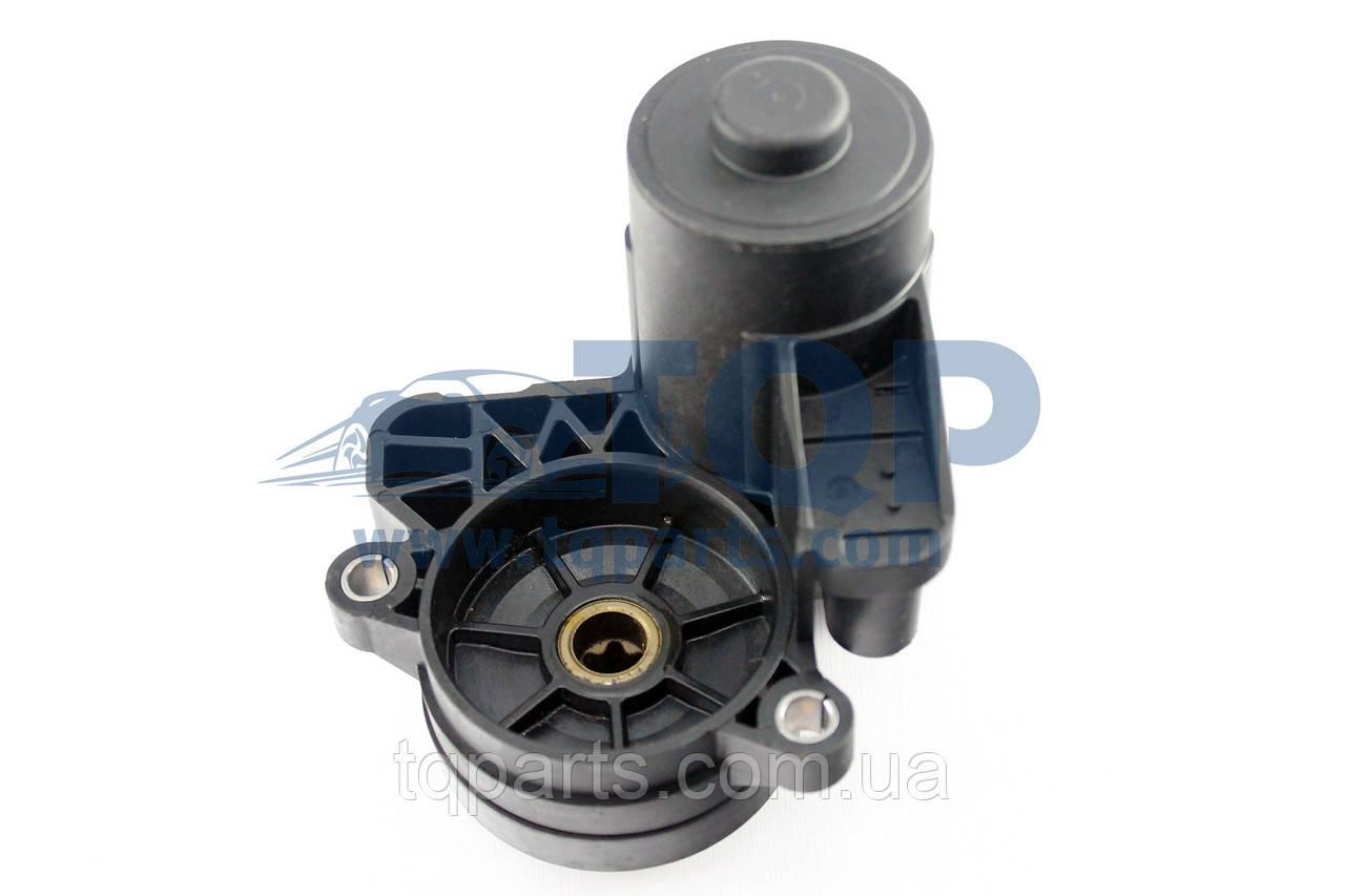 Мотор стояночного тормоза лев., Электромотор ручника 3Q0998281, Volkswagen Tiguan I (11-16) (Фольксваген