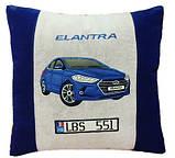 Автомобільна подушка з вишивкою силуету Вашого авто, фото 3