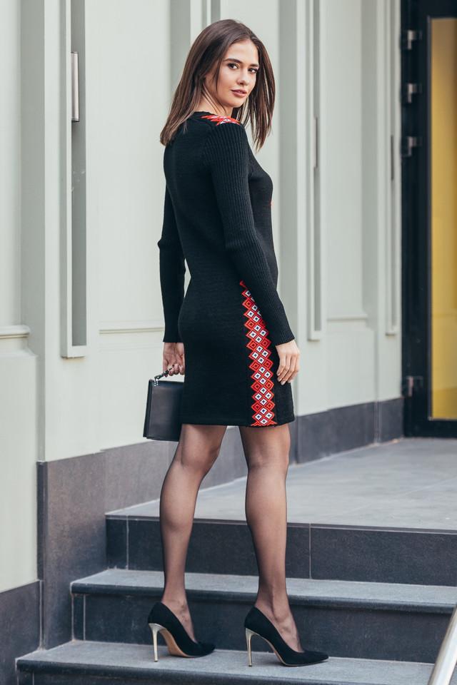 Женское теплое платье вязаное Стася черный - красный - белый