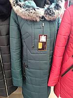 Стеганное зимнее пальто с натуральным меховым воротником