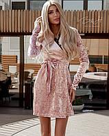 Женское короткое платье на запах из бархата